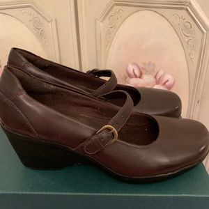 Clarks Brown Mary Jane Size 5 NEW